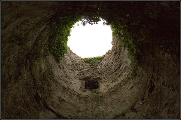 oubliette-st-y-nyll-wales-uk-by-capt-gorgeous-fcc