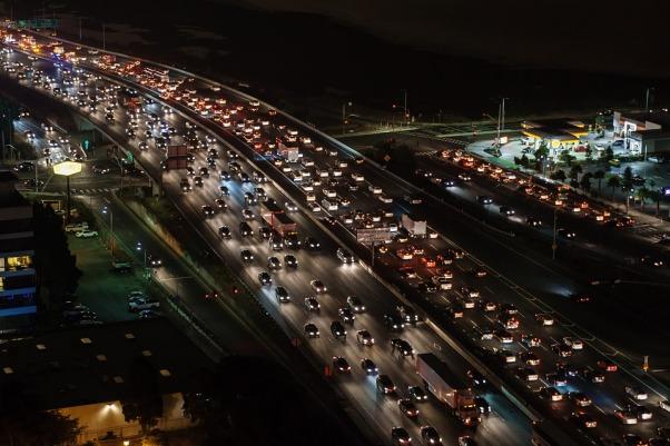 traffic-jam-1703575_960_720.jpg